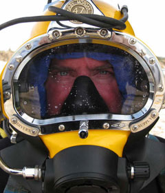 VRHabilis diver in diving helmet