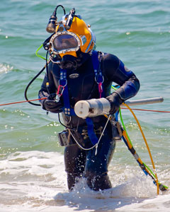 UXO diver with magnetometer in patented HeckHousing™